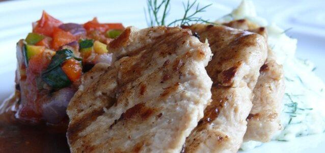 Goody foody chicken style, zelenina ratatatouille a bramborové pyré s čerstvým koprem