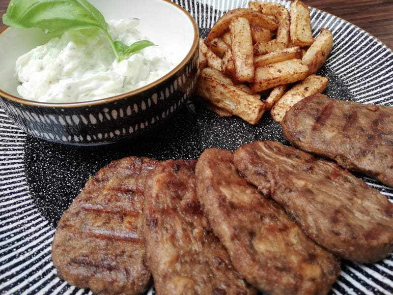 Vegan steak, Vegan rezen, Vegetarian steak, vegetarian rezen, Zelerove hranolky, Tzatziky