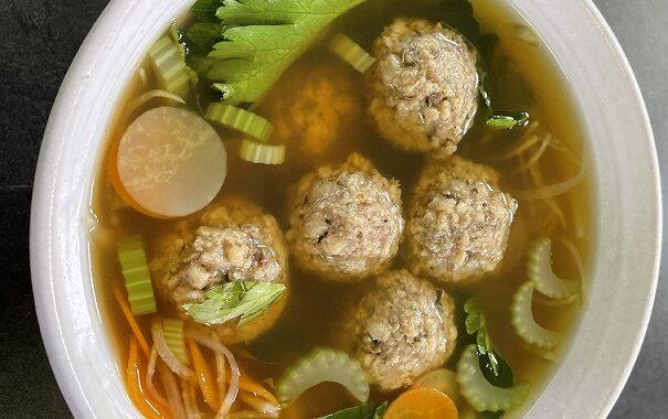 Vegan recept | Vegánske guličky Goody Foody v zeleninovej polievke